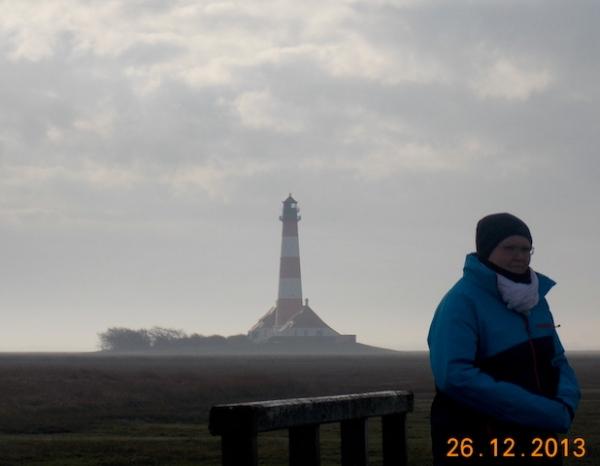 Kerstin vorm Westerhever Leuchtturm