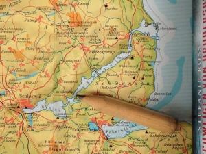 Karten Ausschnitt von Schleswig Holstein. Zusehen ist die Schlei und der Ort Brodersby.