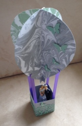 Heißluftballon aus Papier zur Silbernen Hochzeit