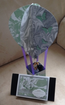 Heißluftballon mit Silberbrautpaar b