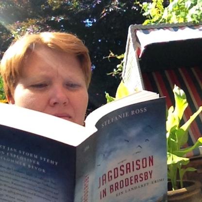 Kerstin liest das neue Buch von Stefanie Ross