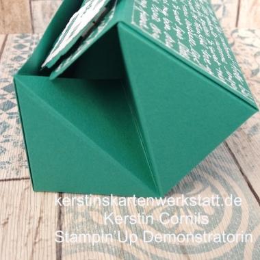 Klappbox in Smaragdgrün mit Schrift offen