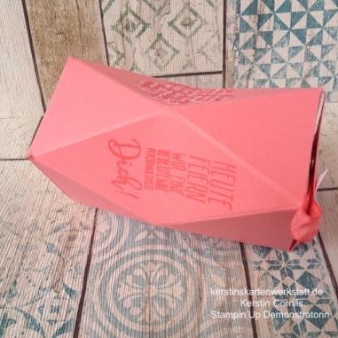 Anleitung für die Facetten Box aus einem Bogen DIN A4 Papier. Die vollständige Anleitung findest du auf https://kerstinskartenwerkstatt.de
