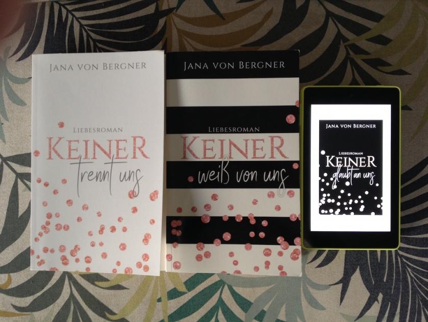 """Die Keiner Trilogie von Jana von Bergner schließt mit dem New Adult Roman """"Keiner glaubt an uns"""". Ein gelungener Abschluss. Die vollständige Rezension findest du auf meinem Blog."""
