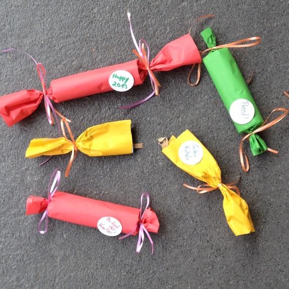 Knallbonbons selber basteln für Silvester oder Geburtstagsfeiern nach einer Anleitung von Topp