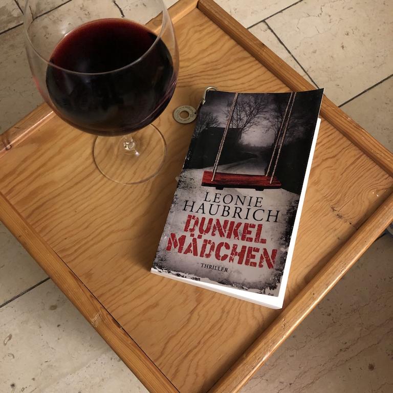 Rezension: Dunkelmädchen von LeonieHaubrich