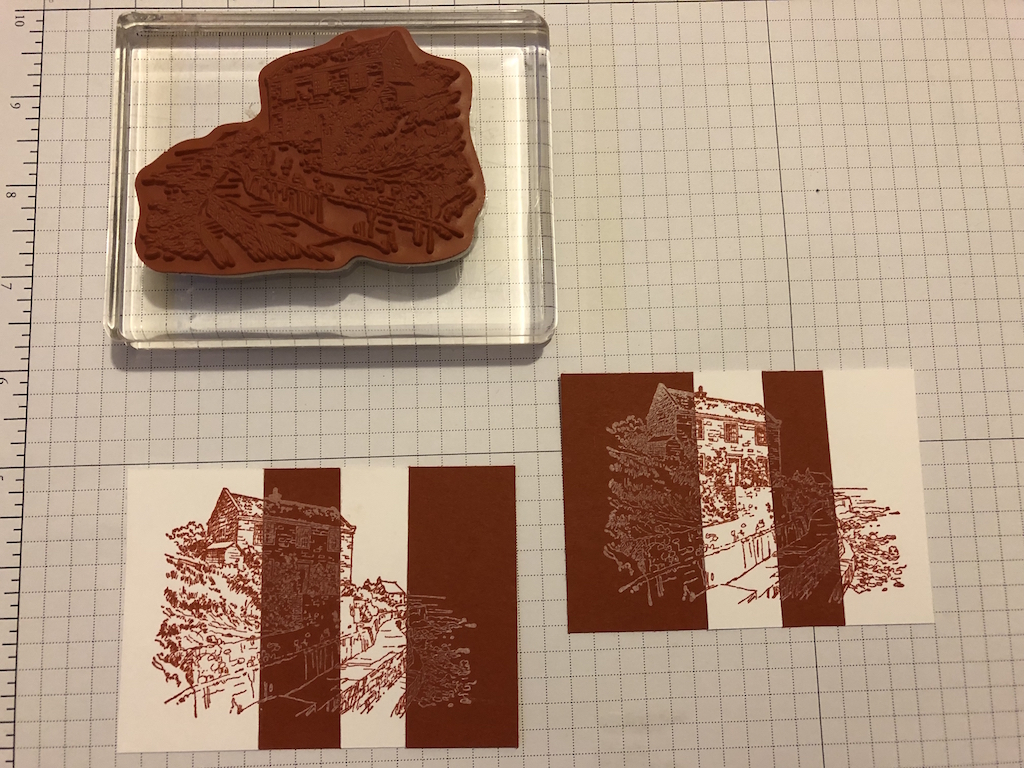 2. Schritt für die Negativtechnik. Das auseinander geschnittene Motiv wird abwechselnd hell und dunkel aneinander geklebt.