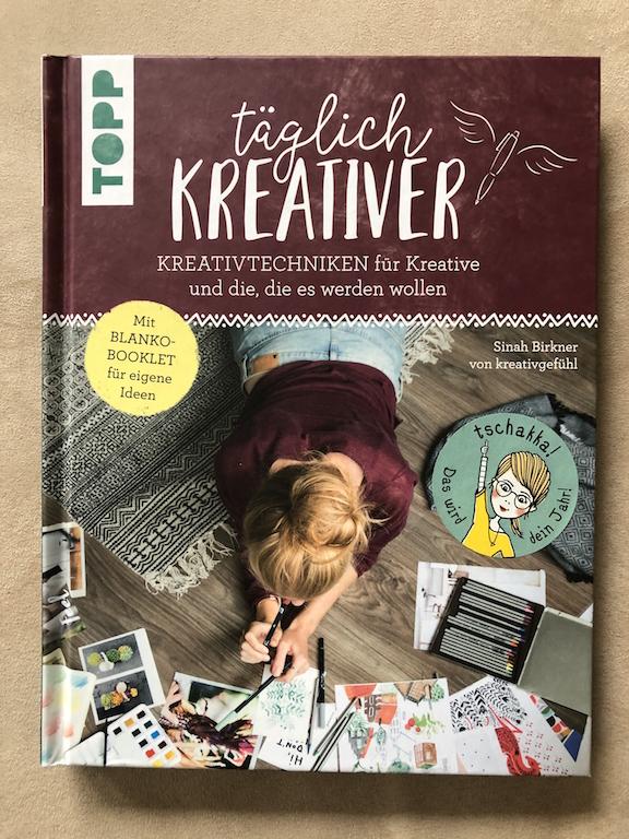Hier ist das Buchcover von: täglich Kreativer aus dem Topp Verlag zu sehen.