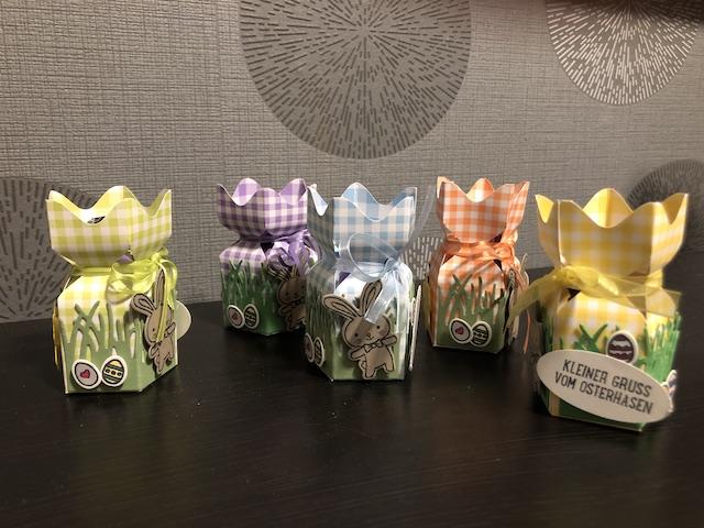 Süße Verpackung zu Ostern mit Hase und Ostereiern
