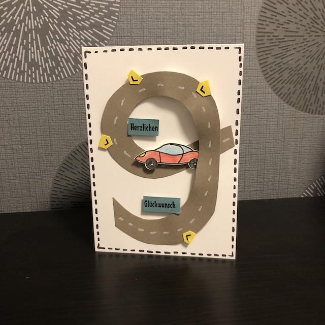 Geburtstagskarte zum 9. Geburtstag mit Rennbahn