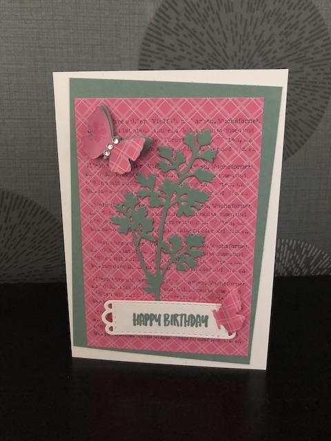 Geburtstagskarte in den Farben Seladon, Bonbonrosa und flüsterweiß mit dem Stempelset Wiesenruhe und den Stanzformen Wiese von Stampin UP Happy Birthday InColor 2021-23
