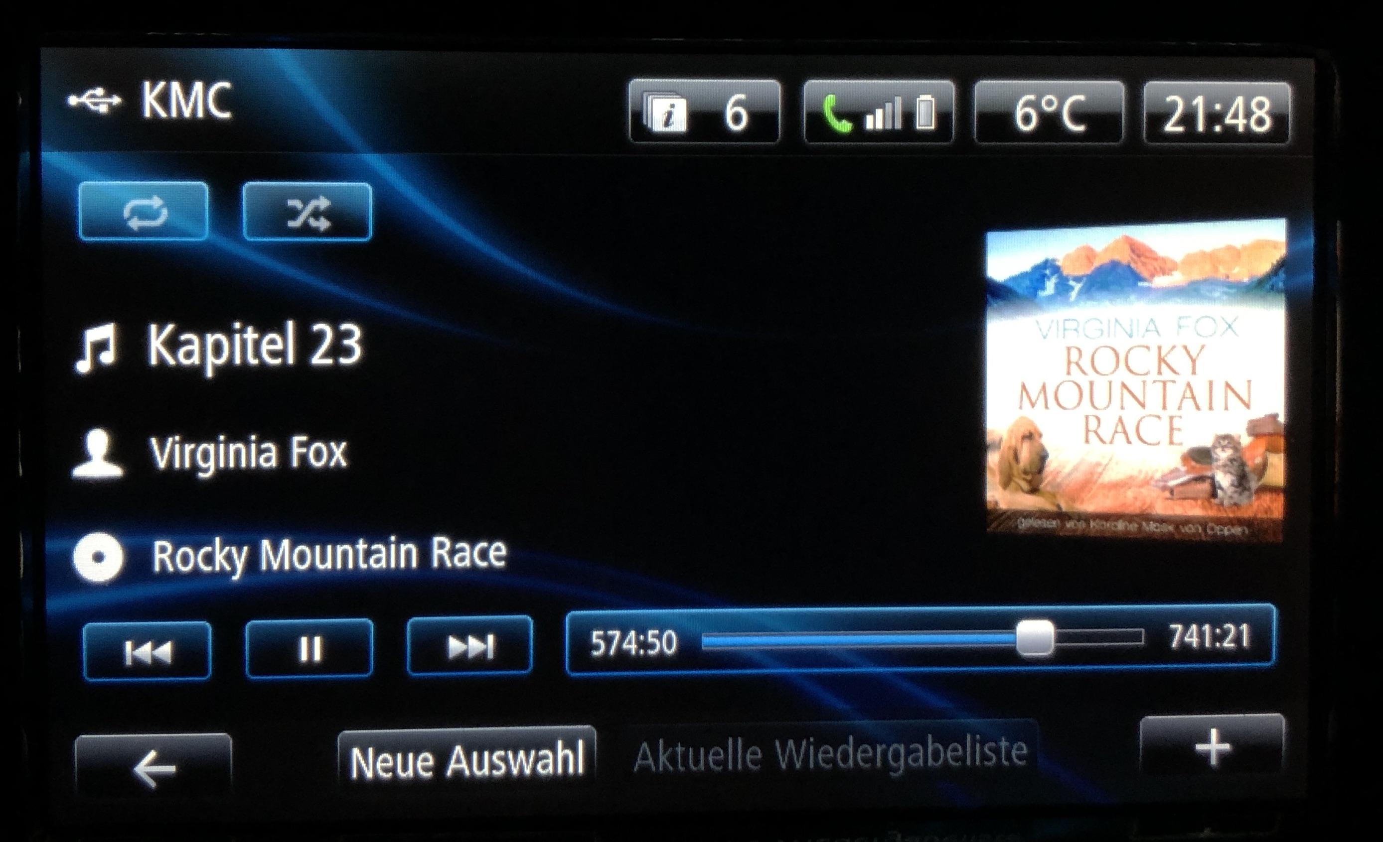 Foto von der digitalen Anzeige des Hörbuchs: Rocky Mountain Race von Virginia Fox in meinem Auto.